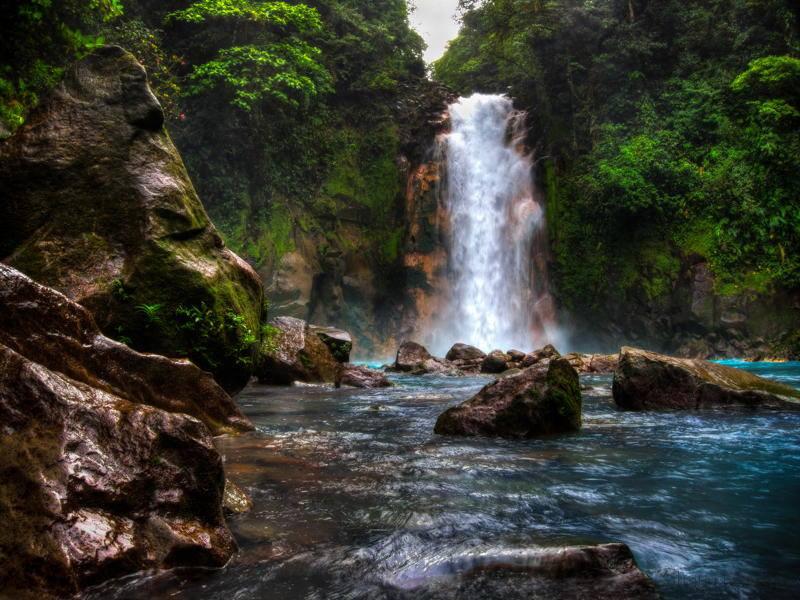 catarata-rio-celeste-costa-rica