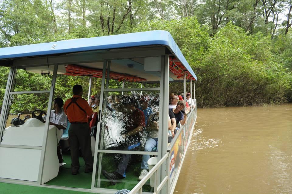 bote-manglar-costa-rica