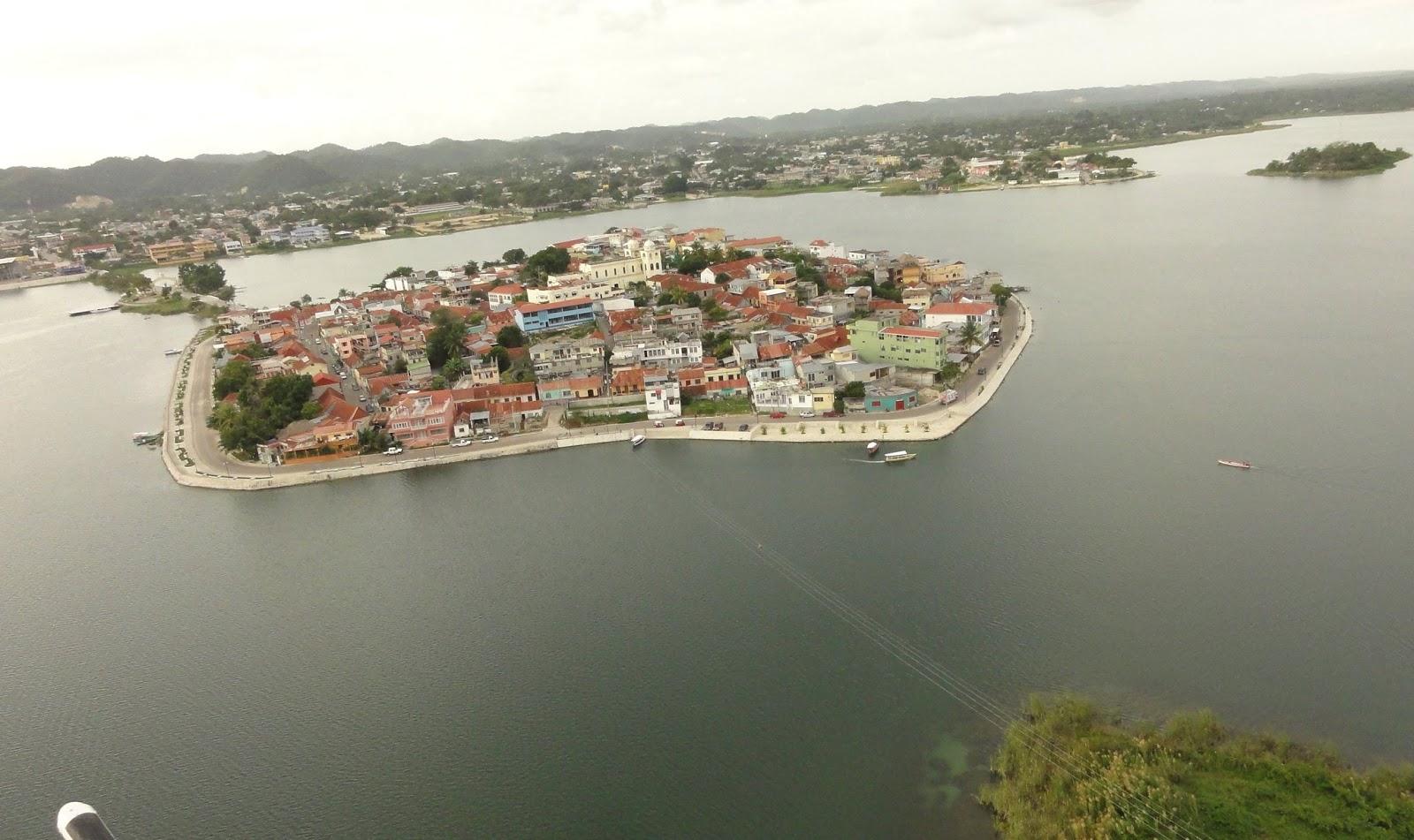 Isla-de-Flores-Guatemala