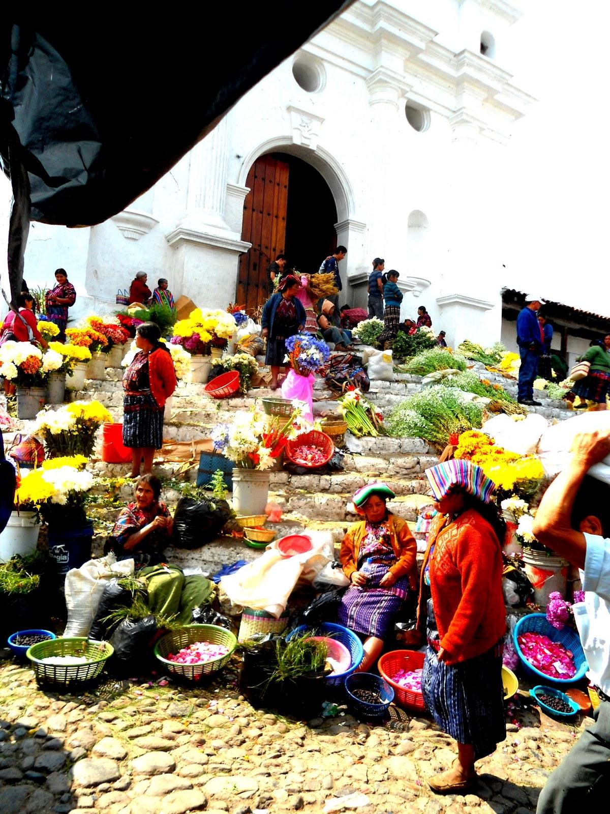 mercado-de-los-flores-Chichicastenago